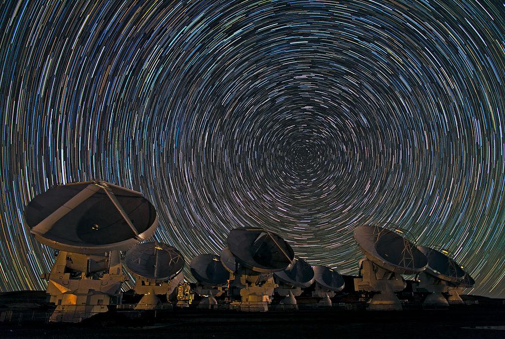 Sternspuren über ALMA
