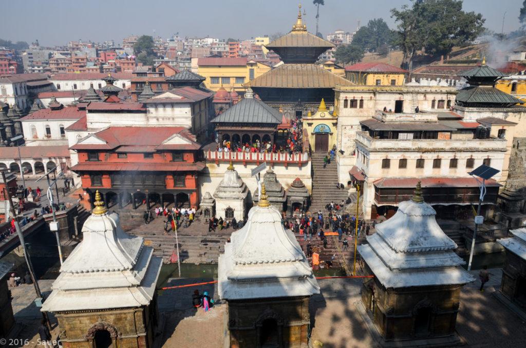 Blick auf den nur für Hindus zugänglichen Pashupatinath Tempel