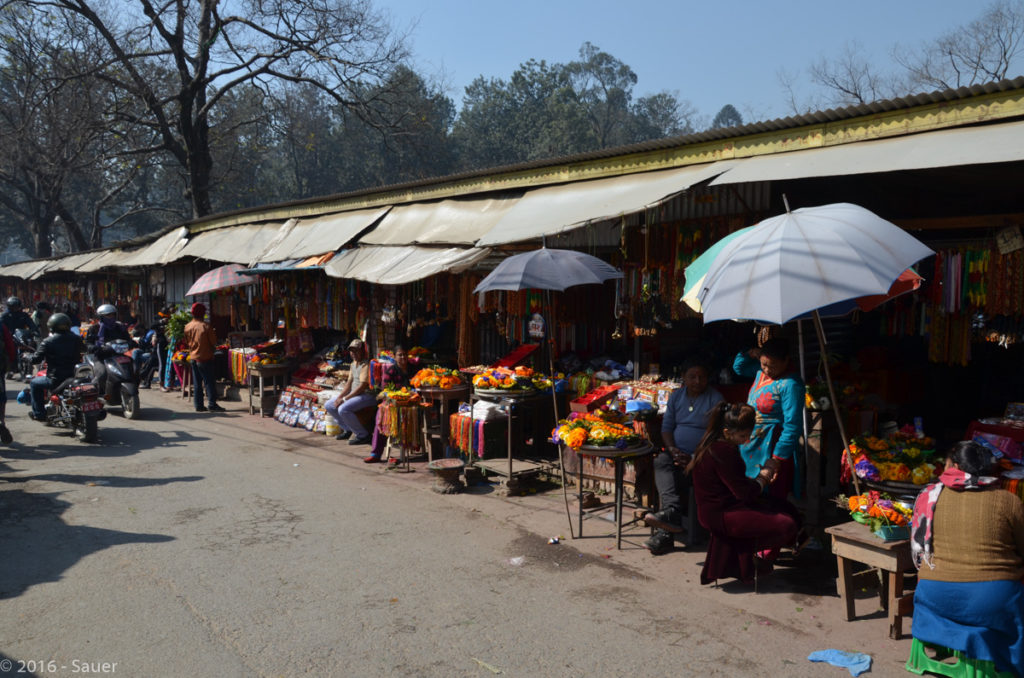 Opfergabenmarkt hinter dem Pahupatinath Tempel