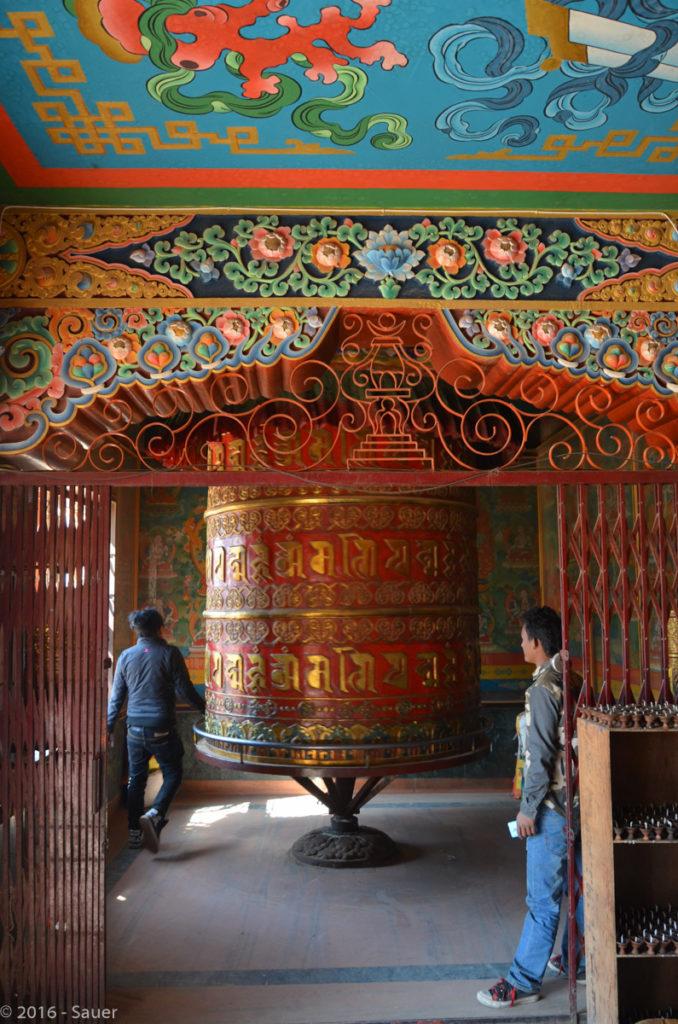 große Gebetsmühle an der Bhaudhanath Stupa