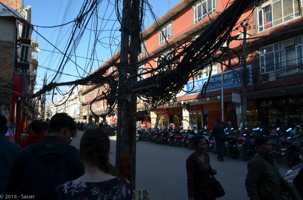 Stromkabel-Gewirr in Kathmandu