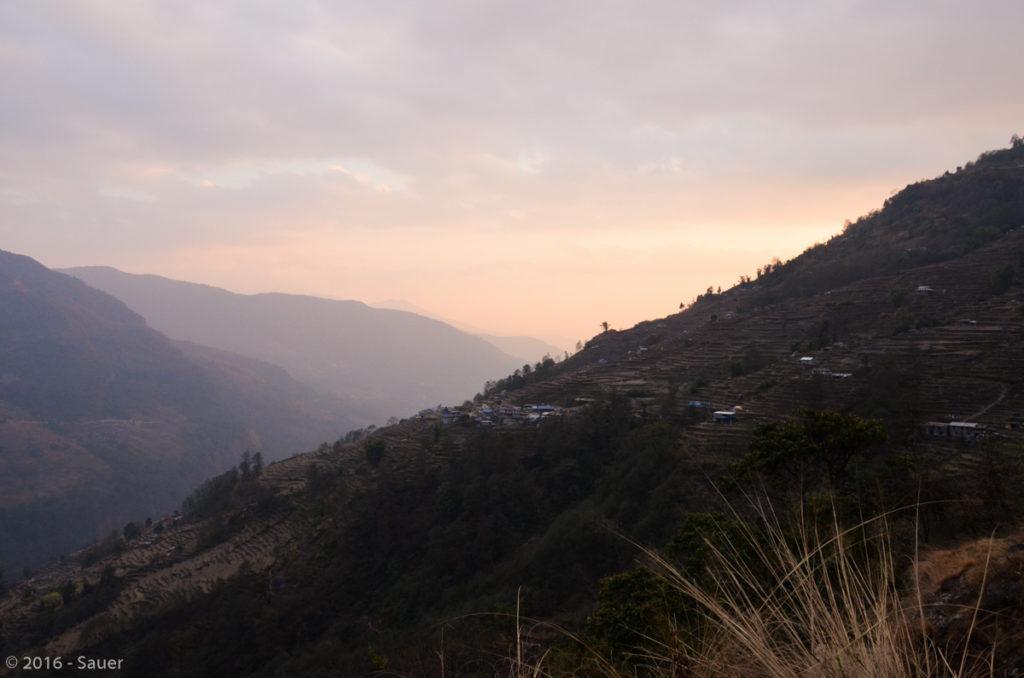 Blick in das Tal des Flusses Modi Khola in Richtung Nayapul.