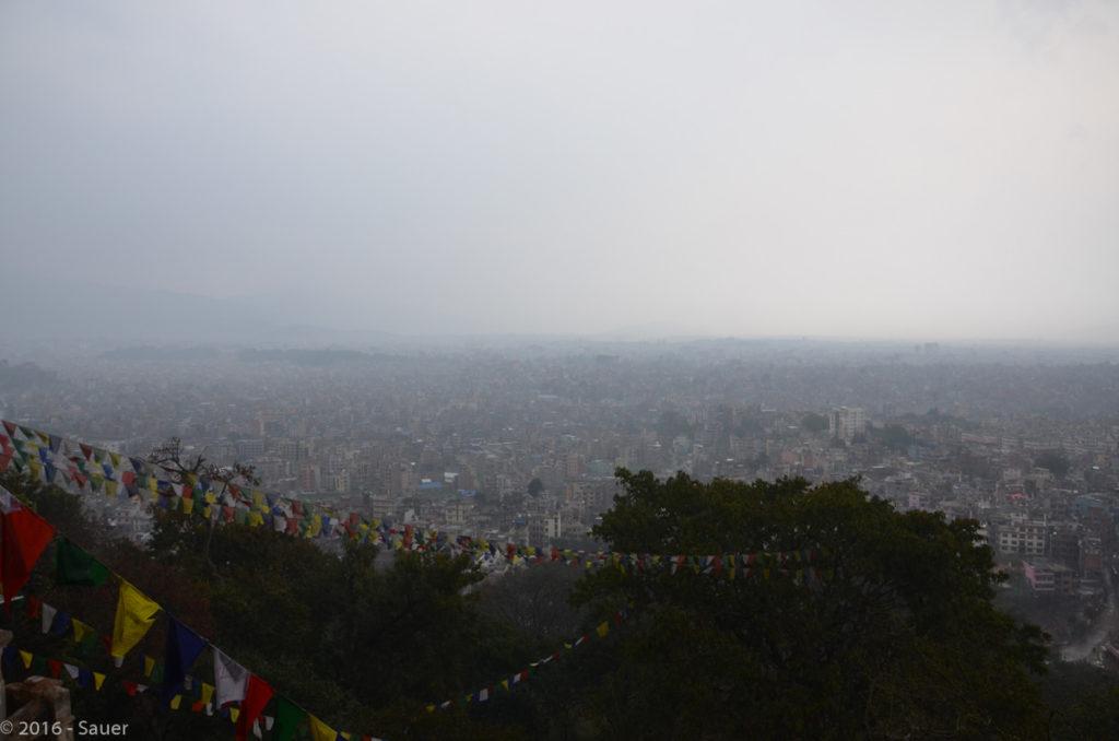 Blick über Kathmandu von der Swayambunath Stupa