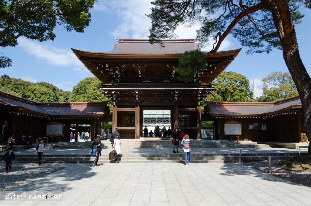 Eingang zum Meiji-Schrein durch Torhaus
