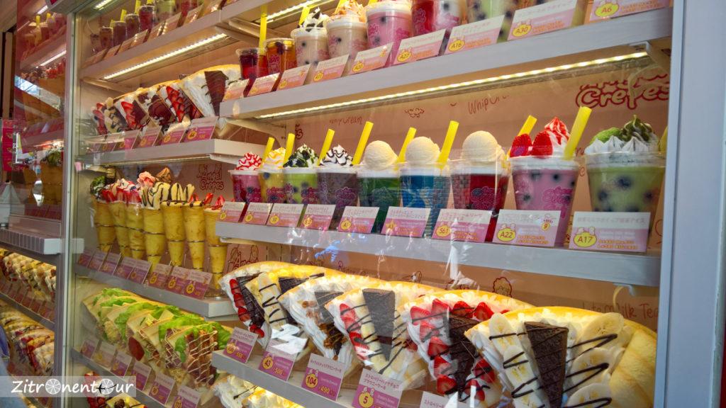 Crêpes als Kunststoffmodelle im Schaufenster eines Ladens in der Takeshita Street