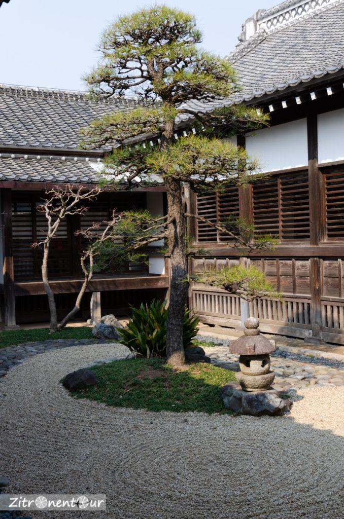 Garten der Burg Honmaru Goten