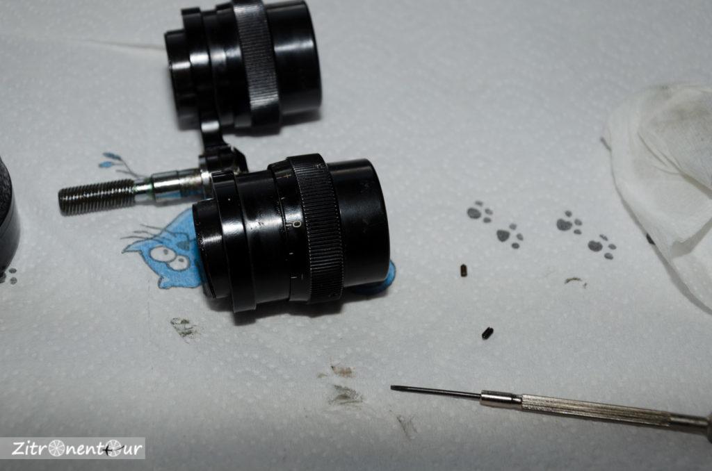 Nachtglas Revue 7x50 Okularbaugruppe, Gewindestifte zum Entfernen der Okularmuschel mit Dioptrienausgleich.