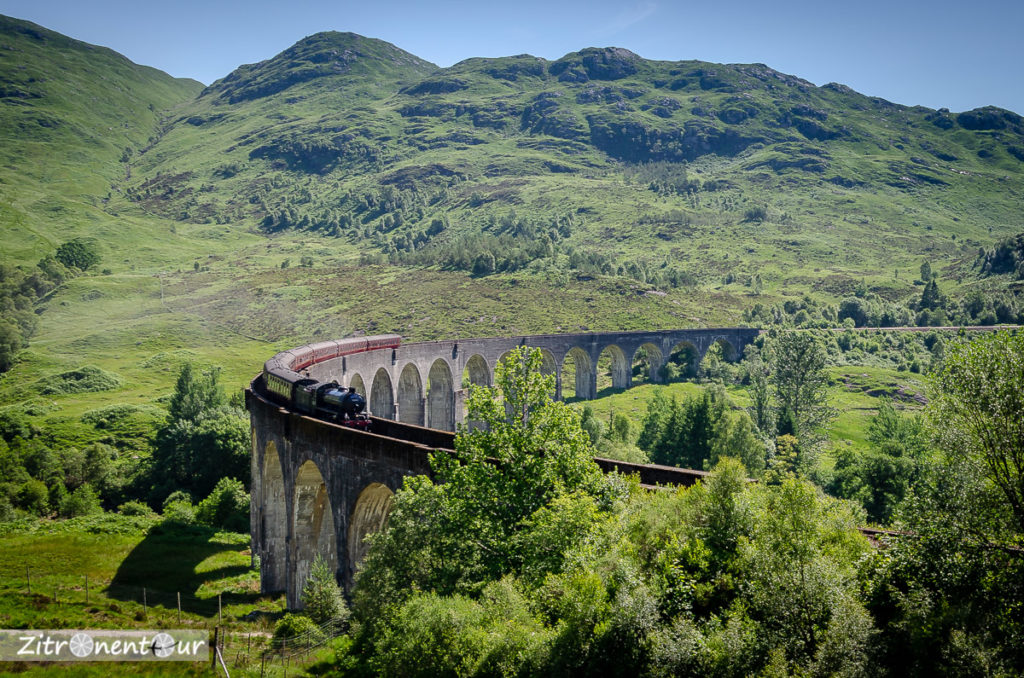 Glenfinnan Viaduct und The Jacobite Steam Train